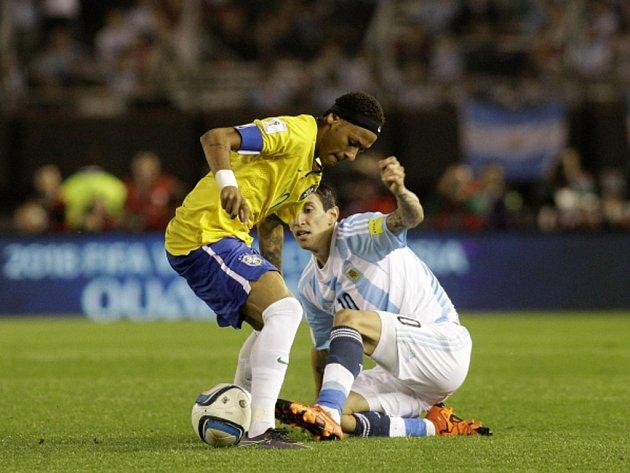 Neymar z Brazílie (vlevo) a Ángel Di María z Argentiny.