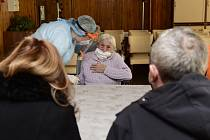 První osobní návštěva klientky Domova seniorů v Prostějově přišla 5. prosince 2020 hodinu po poledni