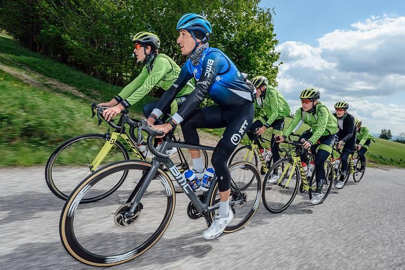 Soustředění cyklistů, Krkonoše, Roman Kreuziger (na snímku v modrém) .