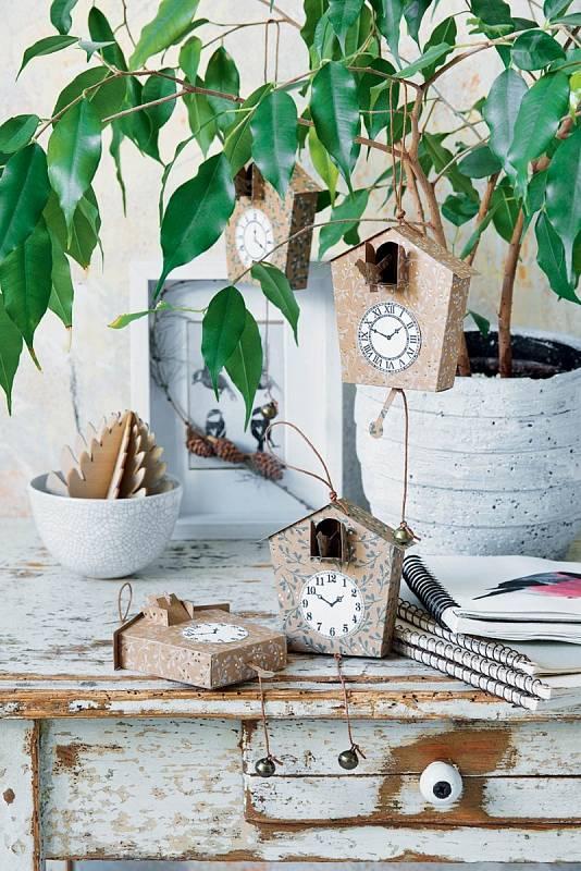 Doma vyrobené hodiny-kukačky