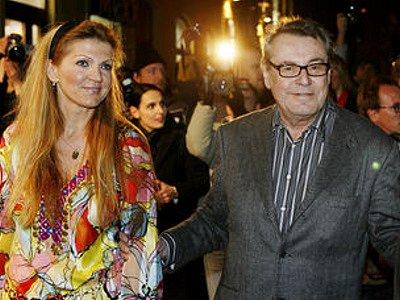 Režisér Miloš Forman s manželkou