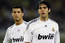 Největší hvězdy Realu Madrid Cristiano Ronaldo (vlevo) a Kaká