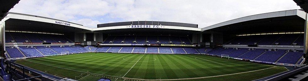 Panoramatický pohled na stadion Ibrox v roce 2012
