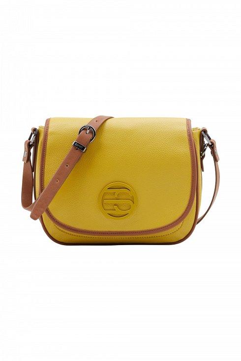 Crossbody je malá, ale velmi praktická kabelka, která unese vše důležité: mobil, rtěnku, pudřenku, kapesníčky i peněženku. Esprit.