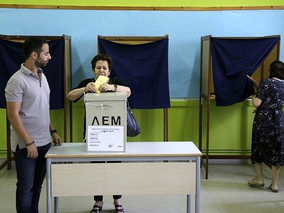 Do kyperského parlamentu se v nedělních volbách vůbec poprvé dostali neonacisté hlásící se k řeckému krajně pravicovému Zlatému úsvitu. Ilustrační foto.