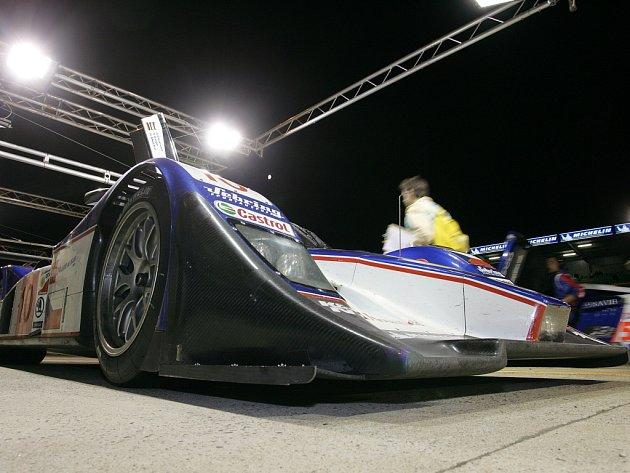 Lola-Aston Martin české stáje Charouz Racing System je připravena opustit depo.