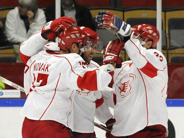 Slavia porazila švédského vicemistra Linköping  těsně 5:4 a přiblížila se postupu do semifinále Ligy mistrů.