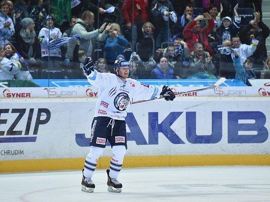Liberecký Milan Bartovič se raduje z vítězství v prodloužení.