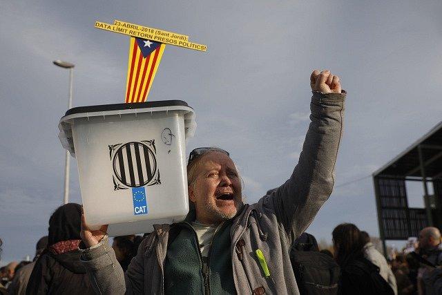 Demonstrace za propuštění Carlese Puigdemonta, vězněného v Neumünsteru