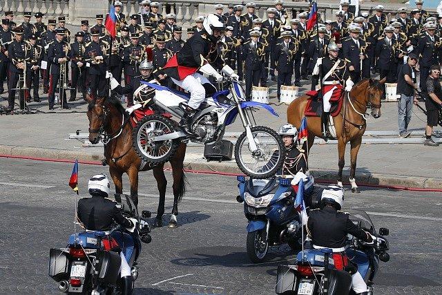 Přehlídka u příležitosti Dne Bastily.
