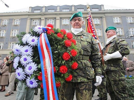 Pokládání věců u příležitosti výročí založení republiky. Ilustrační foto