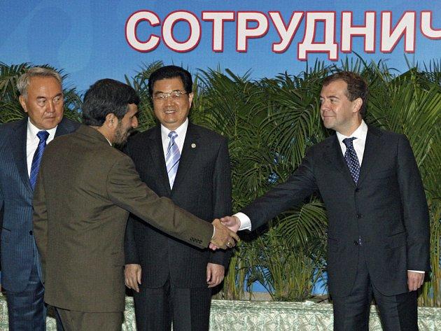 Ruský prezident Medvedev se v Dušanbe setkal s chladnou odezvou.