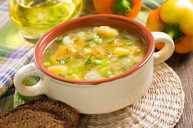 Bramborová polévka sčočkou