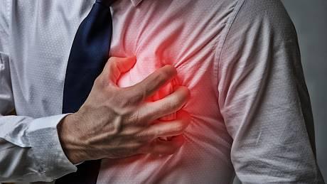 Rizikové faktory infarktu: dlouhotrvající stres, nezdravý životní styl (kouření, obezita a nedostatek pohybu), vysoký krevní tlak, vysoký cholesterol