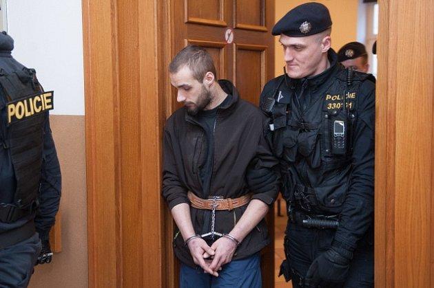 Podezřelý zpřepadení čerpací stanice vNelahozevsi na Mělnicku, při kterém byla zavražděna čerpadlářka.