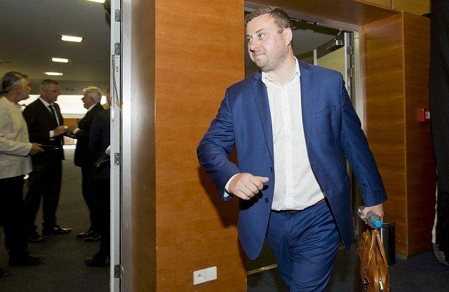 Šéf firmy Ondrášovka a kandidát na předsedu Fotbalové asociace ČR (FAČR) Libor Duba přichází na valnou hromadu FAČR