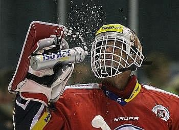 Hokejový brankář Dominik Hašek podepsal roční smlouvu s moskevským Spartakem a bude chytat v Kontinentální lize.
