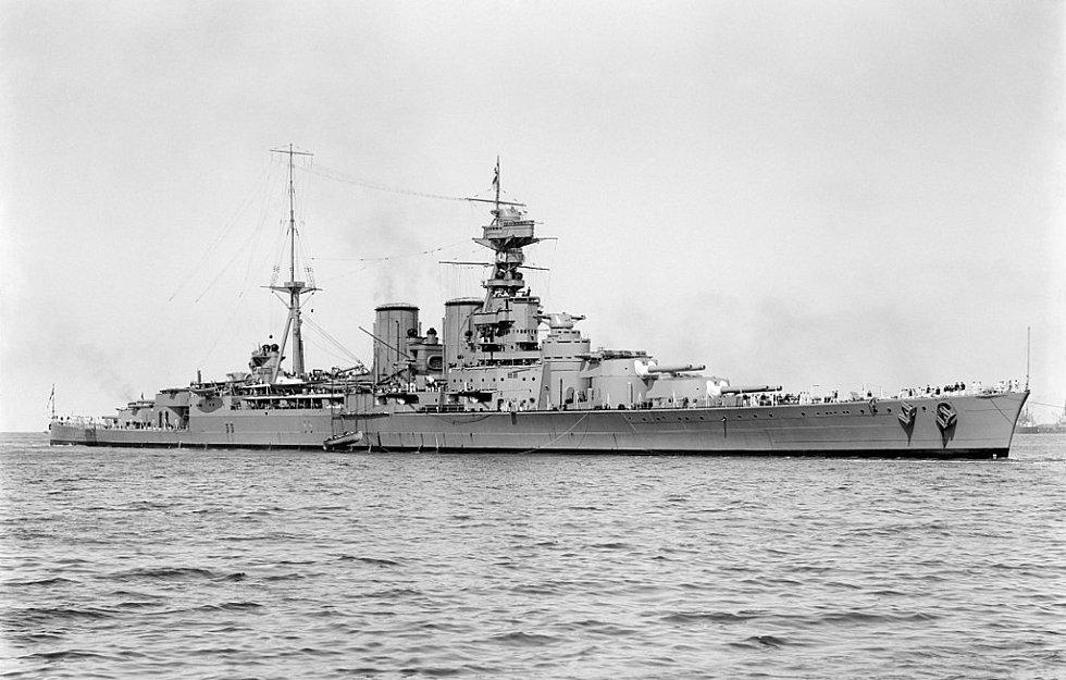 Křižník Hood na snímku z roku 1924. V roce 1941 šel po bitvě s německou lodí Bismarck ke dnu v Dánském průlivu.