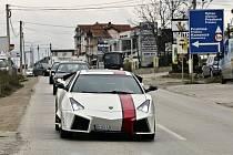 Nadšenec si postavil repliku Lamborghini.