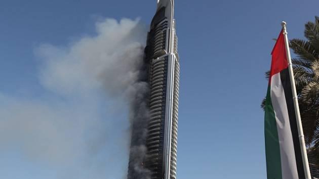 Hořící hotel v Dubaji.
