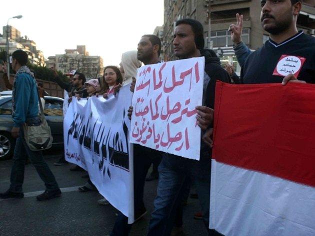 Tisíce demonstrantů na výzvu opozičních skupin vyšly do ulic řady egyptských měst vyjádřit protest proti vládě islamistického prezidenta Muhammada Mursího.