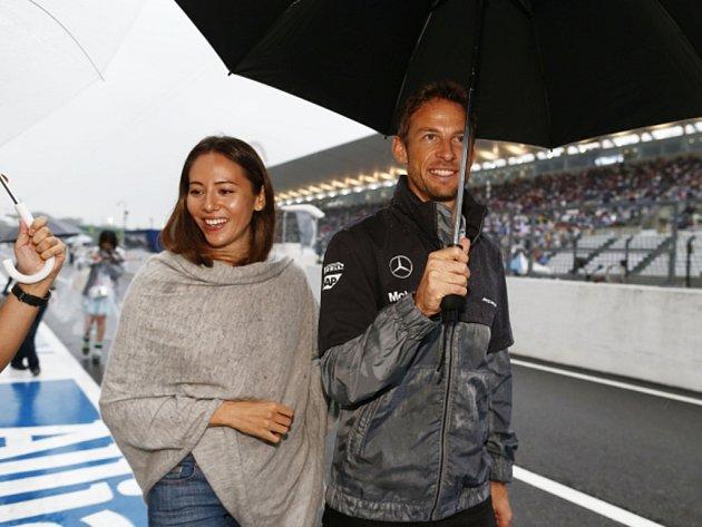 Jenson Button s manželkou Jessicou Michibataovou.