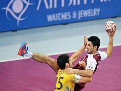Házenkáři Kataru (v červeném) na mistrovství světa v Dauhá.