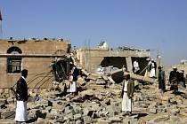 Následky bombardování v Jemenu. Ilustrační foto