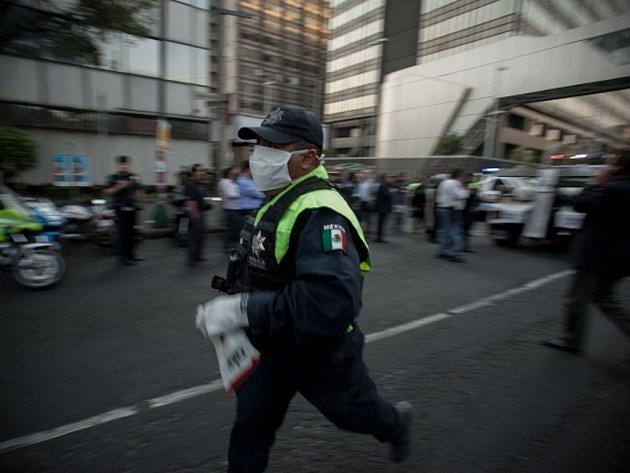 Chaos po výbuchu v hlavním sídle mexické státní ropné společnosti Pemex.