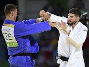 Lukáš Krpálek (vlevo) a Cyrille Maret v semifinále olympijských her v Riu.