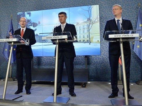 Premiér Bohuslav Sobotka, ministr financí a vicepremiér pro ekonomiku Andrej Babiš a ministr bez portfeje pro vědu a inovace Pavel Bělobrádek.