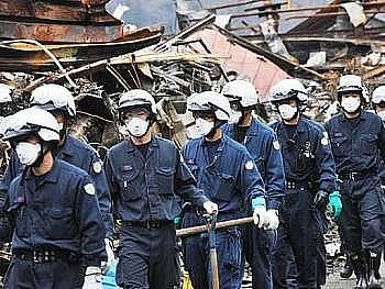 Úřady v Tokiu oznámily, že voda v městském vodovodu je kvůli vysoké radioaktivitě nevhodná pro kojence.