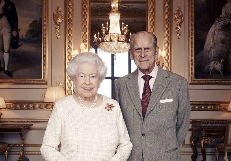 Alžběta II. a princ Philip.