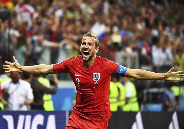 Harry Kane zařídil dvěma góly výhru Anglie v prvním utkání šampionátu proti Tunisku.
