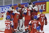 Čeští hokejisté se radují z vítězství nad Francií
