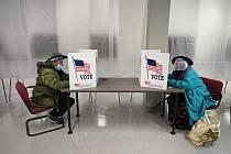 Lidé u amerických prezidentských voleb v Clevelandu, 6. října 2020