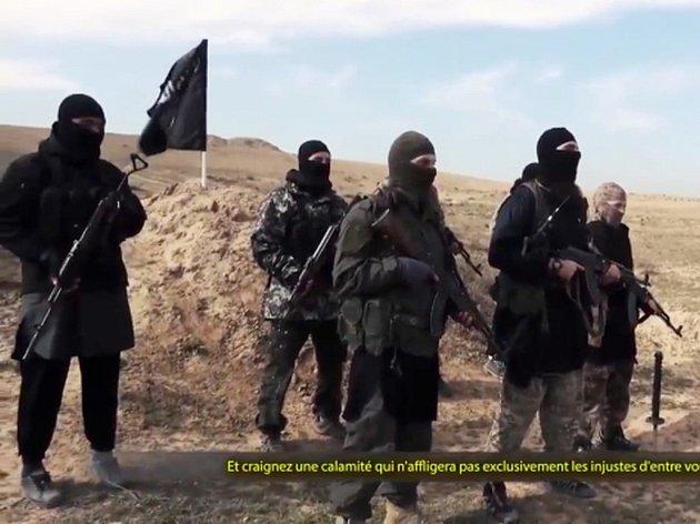 Kvůli finančním problémům Islámský stát snížil svým bojovníkům žold až o dvě třetiny. Ilustrační foto.