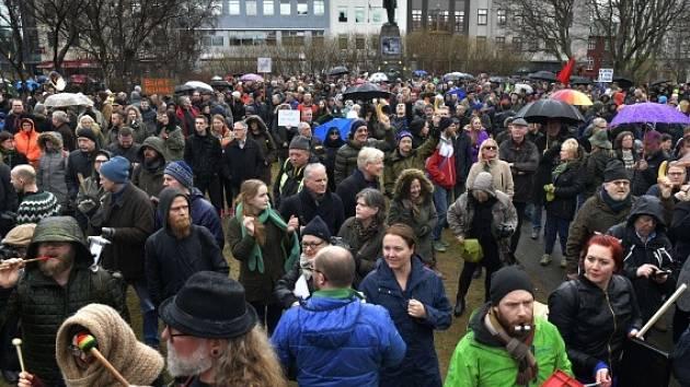 Protesty na Islandu po skandálu Panama Papers.