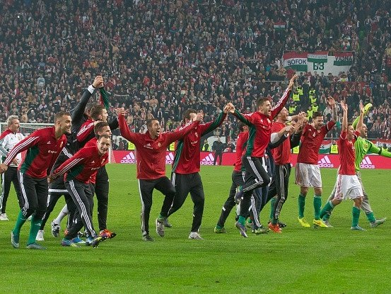Fotbalisté Maďarska a jejich oslava postupu na Euro