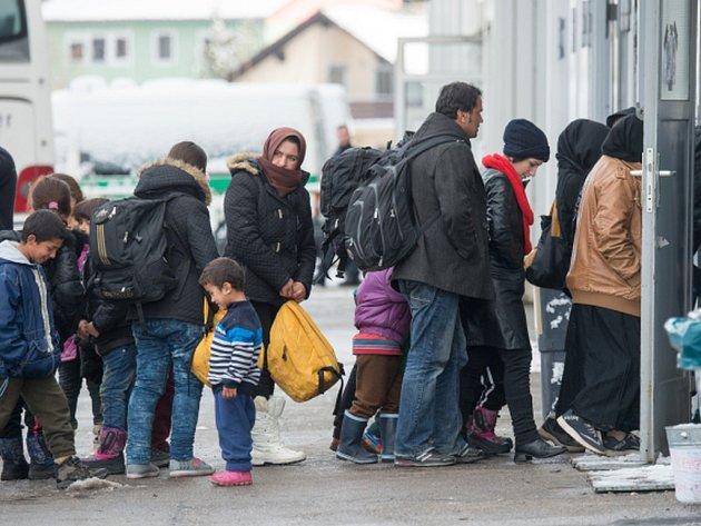 Německé úřady chtějí uprchlíkům na tři roky určovat místo trvalého bydliště. Přestěhovat by se mohli jen v případě, že by našli práci jinde.