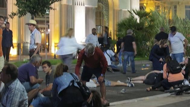 Útok nákladním autem v Nice.