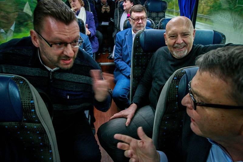 Debata Deníku v Moravskoslezském kraji. Roztržka mezi lídry, vlevo Lubomír Volný, vpravo Lubomír Zaorálek