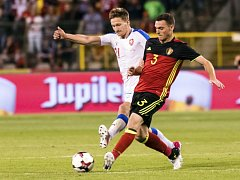 Milan Škoda (vlevo) a Thomas Vermaelen z Belgie.