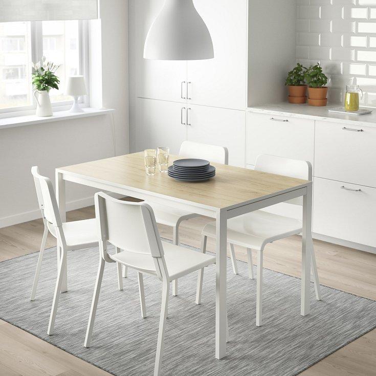 Bílá barva a dřevo. Dokonalá symbióza, esence něžnosti