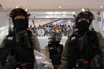 Policie v nákupním středisku v Hongkongu