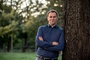 Režisér Jiří Vejdělek při fotografování pro Deník 2. září v Praze.