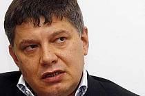 Generální ředitel a předseda představenstva Sazky Aleš Hušák se v pátek u soudu rozhodne, zda podá na loterijní společnost insolvenční návrh. Hušák to řekl ve středu na tiskové konferenci.