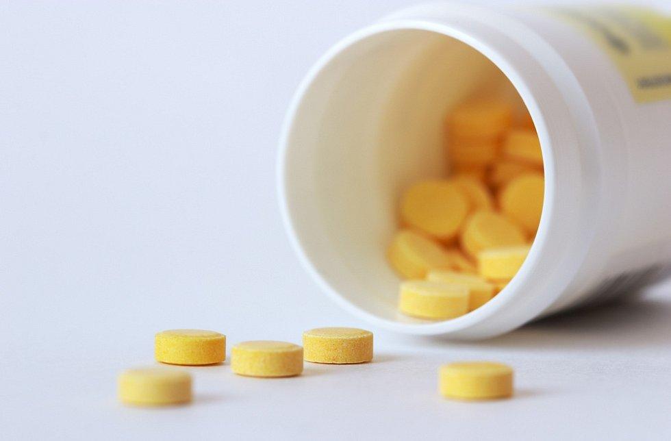 Doplňky stravy spadají podle zákona do kategorie potravin, a jejich uvedení na trh tak nepodléhá žádnému schvalování ani prokazování účinnosti.