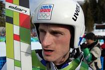 Jakub Janda po vydařené olympijské kvalifikaci na středním můstku.