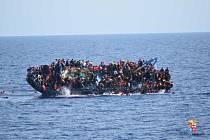 Ročně připluje z Libye do Evropy kolem 150 tisíc uprchlíků.